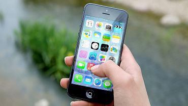 Smartfon (zdjęcie ilustracyjne)
