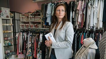 Paulina Lewandowska, która prowadzi butik przy ul. Promienistej w Poznaniu, jest jedną z pokrzywdzonych przez TeleOpiekę24. - Gdybym znała warunki tej umowy, nigdy bym jej nie podpisała. Zaufałam dwóm młodym ludziom, a ci mnie wykorzystali - mówi