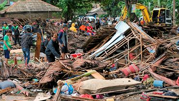 Tsunami w Indonezji. Ogromna fala zabiła świętujących nad morzem ludzi