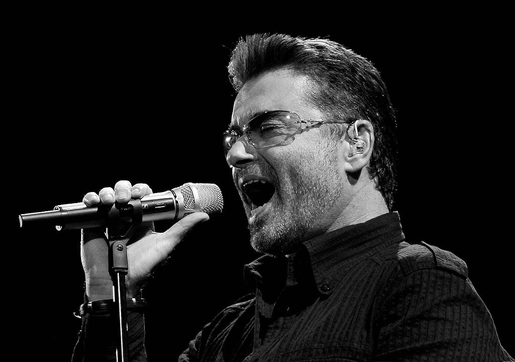 George Michael performs in concert at the Forum during his Live Global Tour in Inglewood / Mario Anzuoni / Reuters
