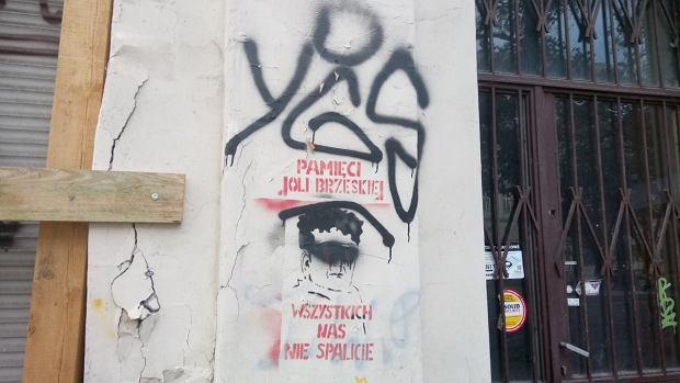 Graffiti na ścianie kamienicy przy Wileńskiej