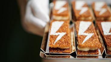 Pracownicy gastronomii popierają #strajkkobiet. Pioruny na pączkach, ciastkach, w kawie