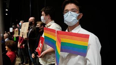 Lublin. Nadzwyczajna sesja sejmiku lubelskiego w sprawie uchylenia stanowiska anty-LGBT