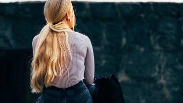Gencjana na włosy - jak uzyskać chłodny odcień blondu?