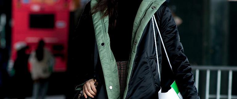 Płaszcz z tym rodzajem ocieplenia najlepiej chroni przed zimnem. Zobacz porządne i modne modele do kolan!