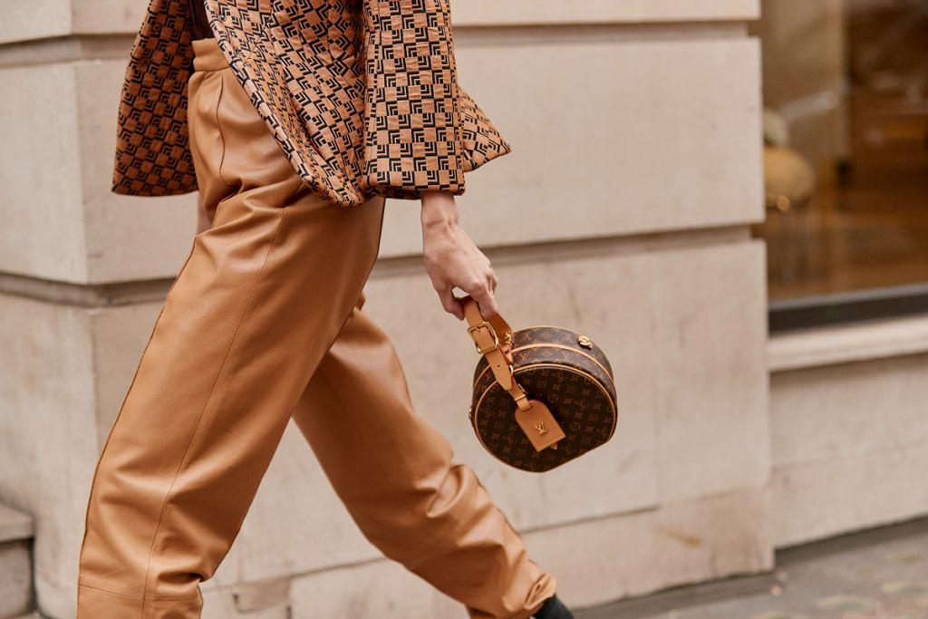 Modne i stylowe fasony jesiennych spodni