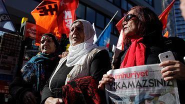 Demonstracja w obronie dziennikarzy tureckiego niezależnego dziennika 'Cumhuriyet'. Stambuł, 1 października 2016 r.