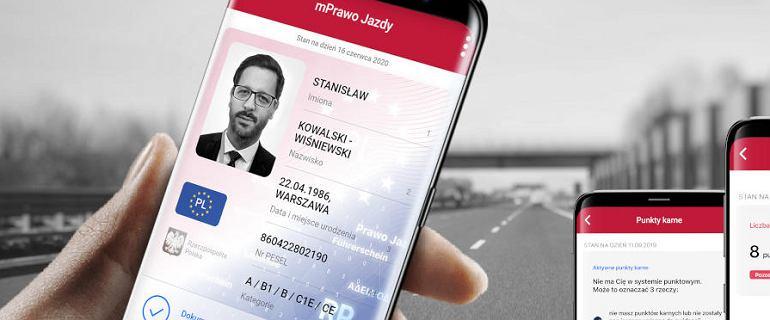 Prawo jazdy w telefonie - od jutra nie trzeba go mieć przy sobie. Kiedy warto? Co jeśli policja nie ma zasięgu?