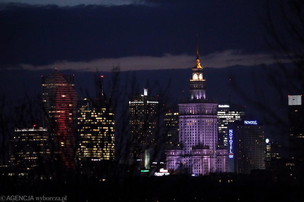 Pałac Kultury i Nauki nocą (zdjęcie ilustracyjne)