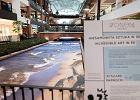 Instalacja 3D z plażą i falami nad zabytkowym kanałem Raduni w Forum Gdańsk