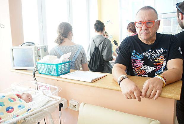 Jerzy Owsiak na oddziale dla noworodków i wcześniaków w Zielonej Górze