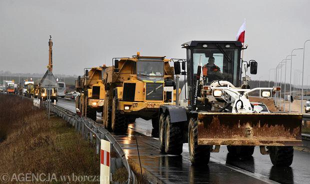 Odcinek DK1 na północ od Częstochowy, 15 marca 2019 r. Protest podwykonawców częstochowskiego fragmentu autostrady A1 oraz ekspresówek S3 i S7