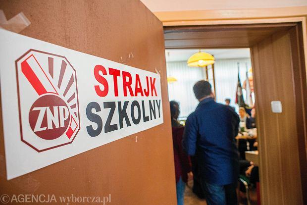 Burmistrz Szczecinka zapłaci nauczycielom za strajk. Prawnicy mają coś wymyślić