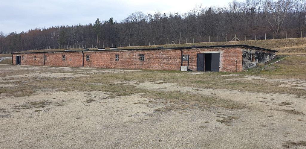 Kuchnia w obozie Gross-Rosen. To na jej dach wdrapywali się więźniowie, by mieć najlepsze miejsca do oglądania meczów.