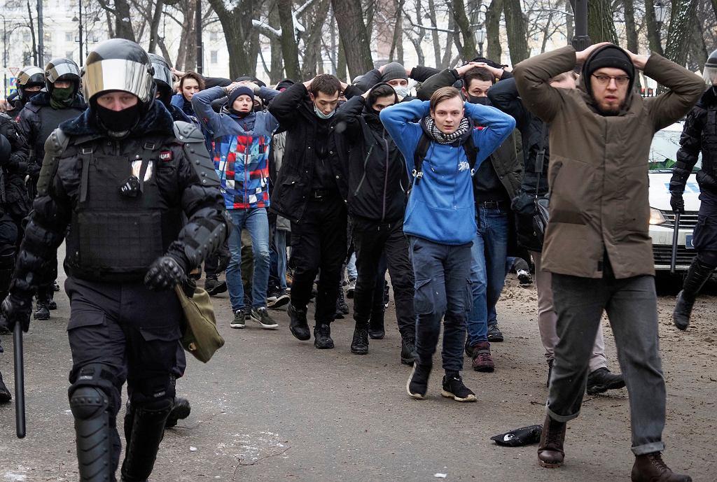 https://bi.im-g.pl/im/47/82/19/z26747463IH,Rosja--Zdjecie-z-protestu-stalo-sie-symbolem---Czy.jpg