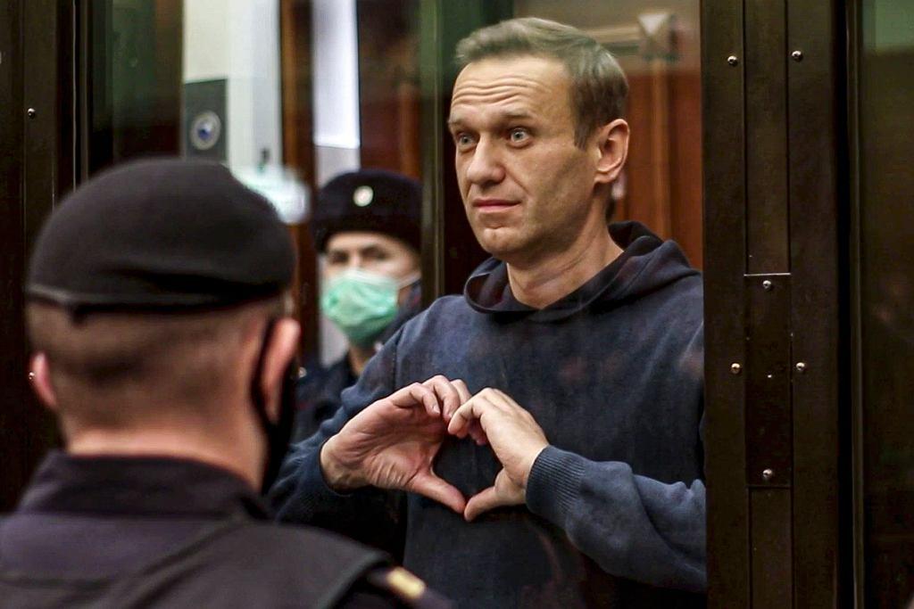 Aleksiej Nawalny usłyszał wyrok. Podczas rozprawy pocieszał żonę