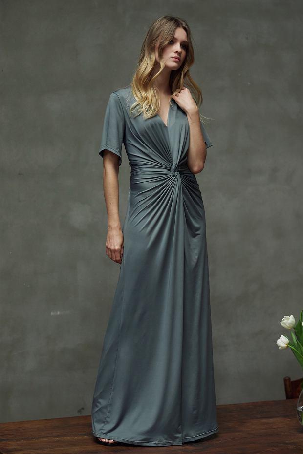 Sukienka z efektownym drapowaniem w talii