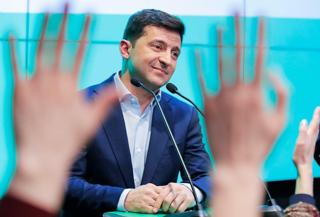 Wołodymyr Zełenski wygrywa drugą turę wyborów prezydenckich na Ukrainie. Triumf w sztabie wyborczym - Kijów, Ukraina, 21 kwietnia 2019