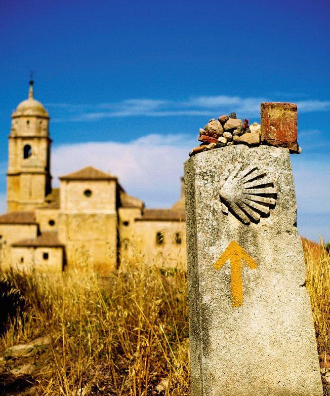 Hiszpania, muszle św. Jakuba prowadzą pielgrzymów  do Santiago de Compostela