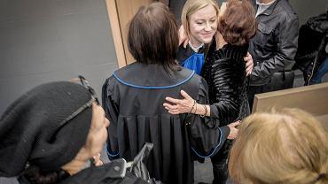 6 marca 2020 r. Radość pani Hanny i jej prawniczek po ogłoszeniu pierwszego w Polsce wyroku w sprawie sprzedaży obligacji GetBack. Pozwanymi byli Idea Bank i Polski Dom Maklerski