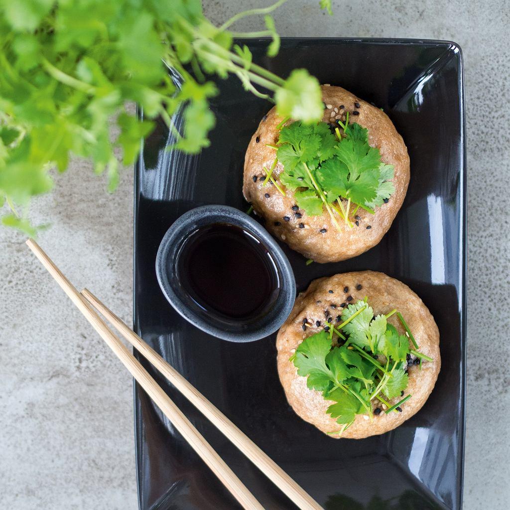Pełnoziarniste bułeczki z tofu i warzywami