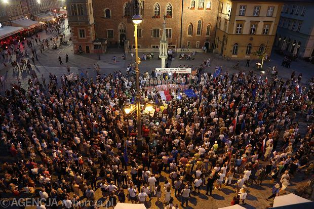 Protesty ws. ustawy o Sądzie Najwyższym odbywają się w całej Polsce. Mieszkańcy Wrocławia będą demonstrować pod Pręgierzem na wrocławskim rynku