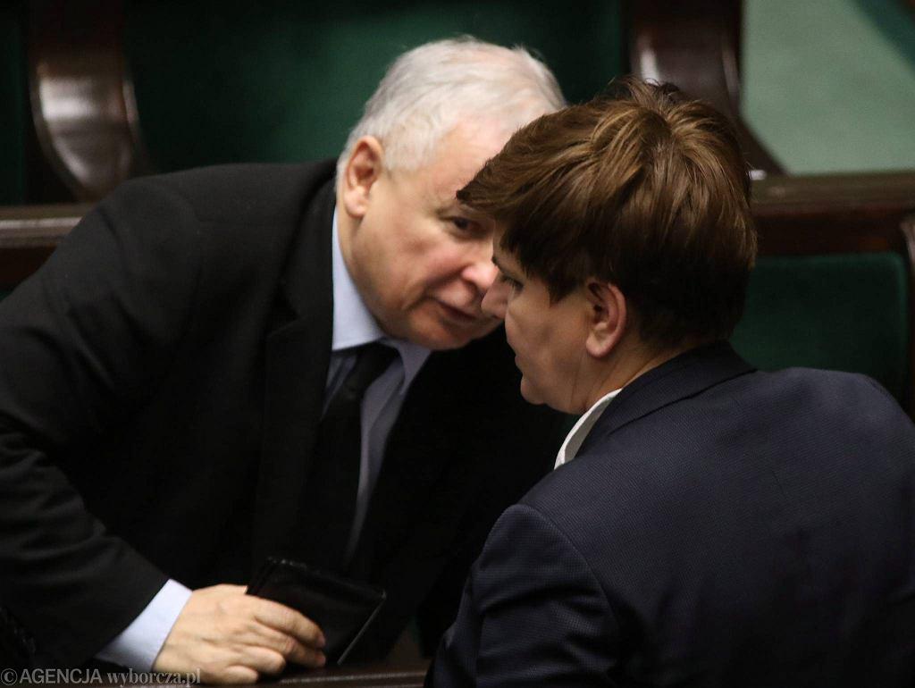 Jarosław Kaczyński i Beata Szydło na sali sejmowej