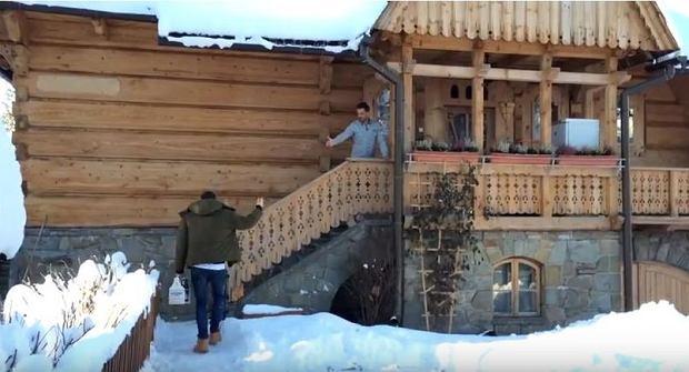 Zdjęcie numer 2 w galerii - Stanisław Karpiel-Bułecka pokazał, jak mieszka. Piękna góralska chata! A jej wnętrze? Istna perełka