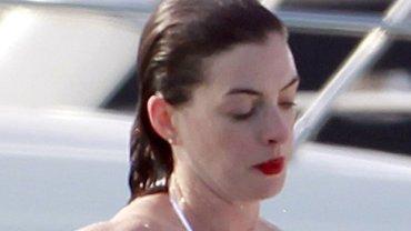 <b>9. Anne Hathaway - 12 mln dolarów</b><br/>W tym roku można jej było tylko posłuchać w filmie 'Rio 2', w przyszłym będzie można także zobaczyć w 'Alicji po drugiej stronie lustra'.