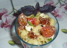 Sałatka makaronowa z pomidorkami - ugotuj
