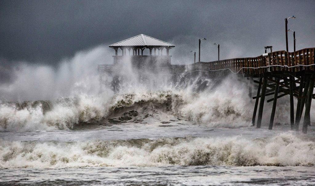 Huragan Florence i jego efekty. Ulice miast na wschodnim wybrzeżu miast znalazły się pod wodą