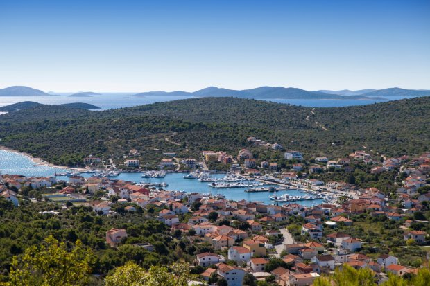 Miasteczko Jezera na wyspie Murter w Chorwacji