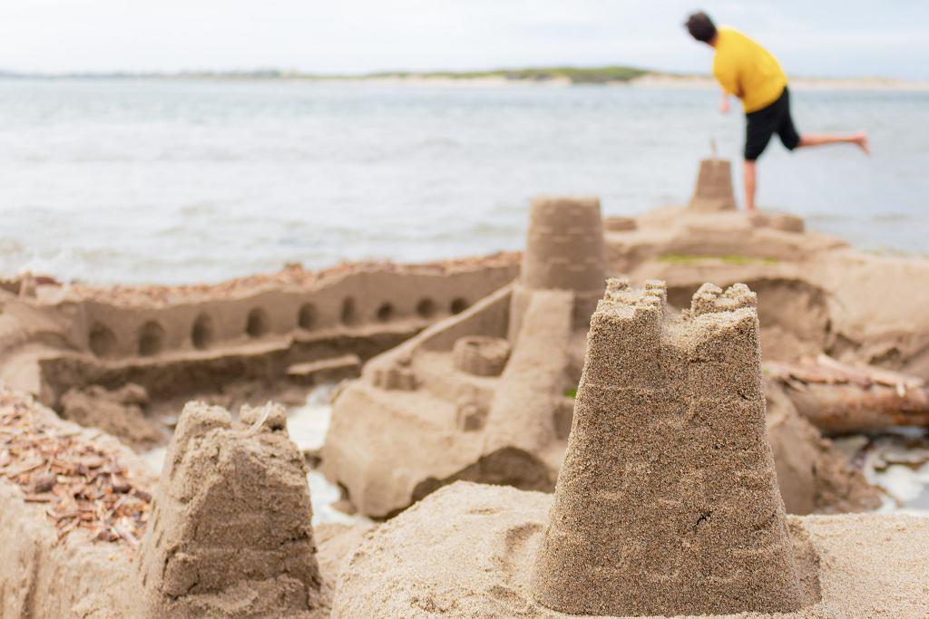 Miejscowość Cavallino we Włoszech zabroniła budowania zamków z piasku (zdjęcie ilustracyjne)