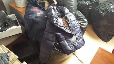 Podrobione ubrania znalezione w centrum handlowym