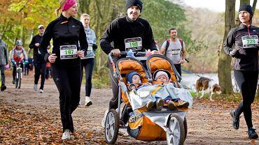Bieganie jesienią to rozrywka dla całej rodziny. Na zdjęciu zawody Grand Prix CITY TRAIL