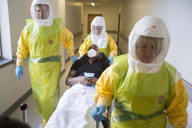 Ćwiczenia z przygotowania personelu medycznego na wypadek przyjęcia pacjenta z wirusem ebola
