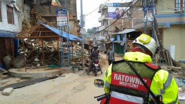 Polscy ratownicy z PCPM pomagają ofiarom trzęsienia ziemi w Nepalu