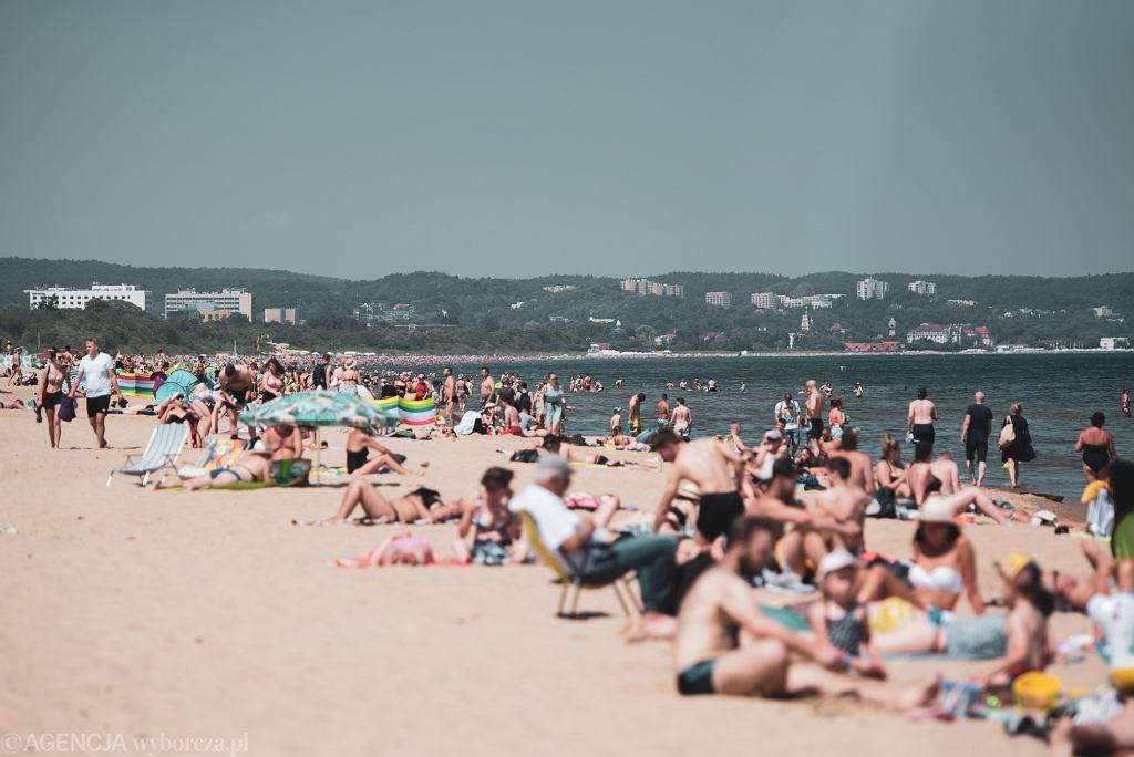 Zabierz na plażę prześcieradło z gumką