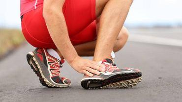 Zwichnięcie stawu skokowego zazwyczaj jest konsekwencją nienaturalnego i nieprawidłowego postawienia stopy