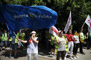 """Poczta Polska jest jak zombi. Niby chodzi, ale się rozpada. A związkowcy z """"Solidarności"""" boją się Deutsche Post"""