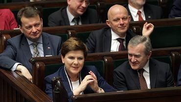 Rząd Beaty Szydło przez 10 godzin przedstawiał ''audyt'' działań poprzedniej ekipy. Nie przedstawiono żadnych dokumentów, ministrowie i premier zaprezentowali długą listę zarzutów