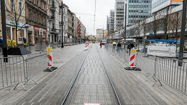 Ulica Święty Marcin jest już pokryta jasną nawierzchnią