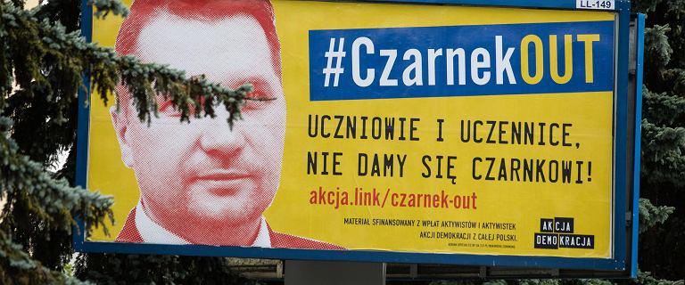 Akcja #CzarnekOUT. Minister edukacji: Skandal, którego do tej pory w Polsce nie było