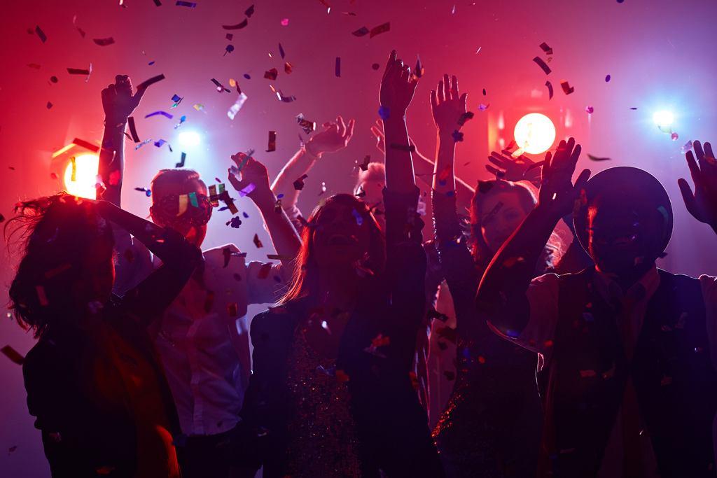 Życzenia na Nowy Rok najlepiej składać... o północy. Często nie jest to możliwe, zadzwońmy więc do bliskich i złóżmy życzenia noworoczne zanim rozpoczną zabawę sylwestrową.