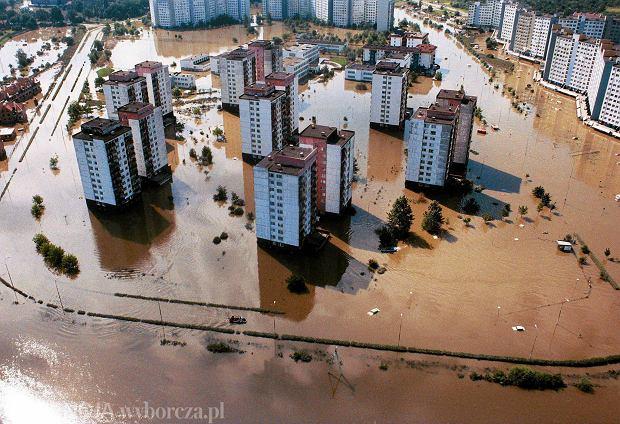 Zdjęcie numer 2 w galerii - 17 lat temu Odra zalała Wrocław. Tak wyglądało miasto [FOTO]