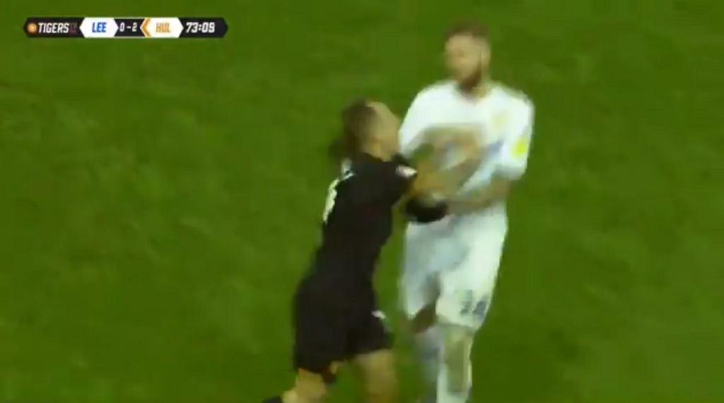 Kamil Grosicki zaatakował rywala w trakcie meczu Hull City - Leeds United