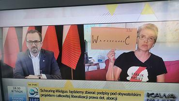 Scheuring-Wielgus pokazała Horale tabliczkę z napisem 'w*********ć'.