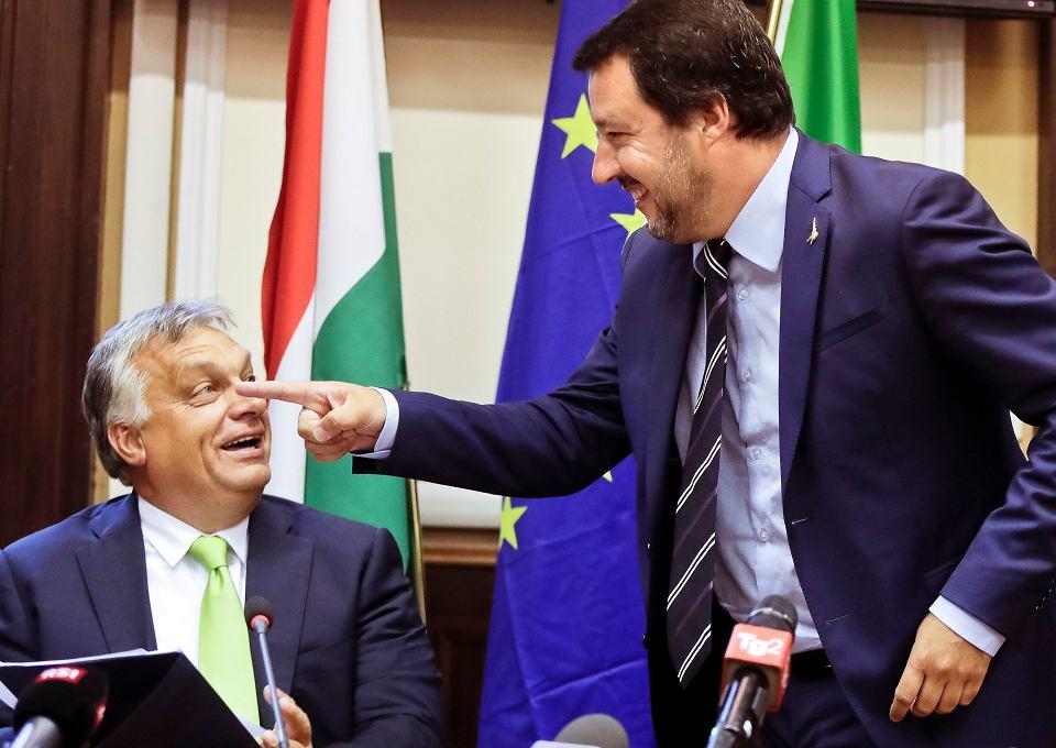 Sierpień 2018, Mediolan, spotkanie Salviniego z premierem Węgier Viktorem Orbanem. Na razie formalnego sojuszu z Ligą w PE Orban odmówił, bo chce pozostać w centroprawicowej Europejskiej Partii Ludowej