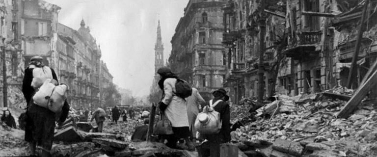 Przeżyli na zgliszczach miasta, bez dostępu do pożywienia i wody... [FRAGMENT]