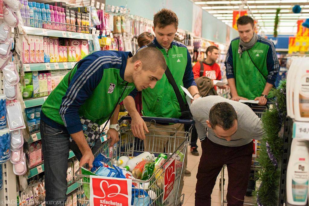 Olsztyńscy siatkarze podczas akcji Szlachetna Paczka